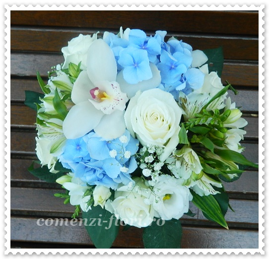 Aranjamente Florale Hortensie Albastra Si Diverse Flori Albe
